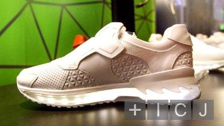 Lenovo представила «умные» беговые кроссовки