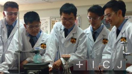 Школьники из Австралии разработали самое дешевое лекарство против ВИЧ